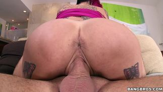 Astonishing Anna Bell Peaks with firm tits hottie delights slit in advance of pleasing a meaty dong